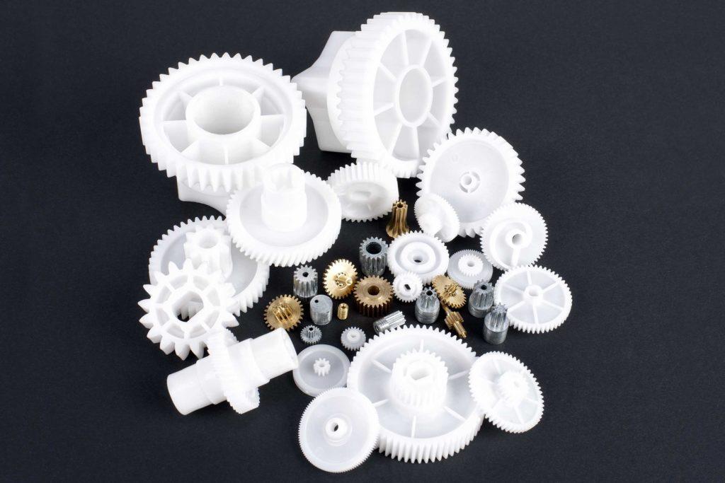 engranajes de plástico y metal